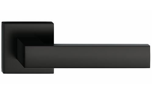 Focus hranatá farba čierna